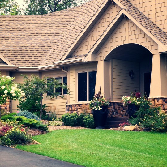 beautiful-entry-landscaping-lakeville-mn