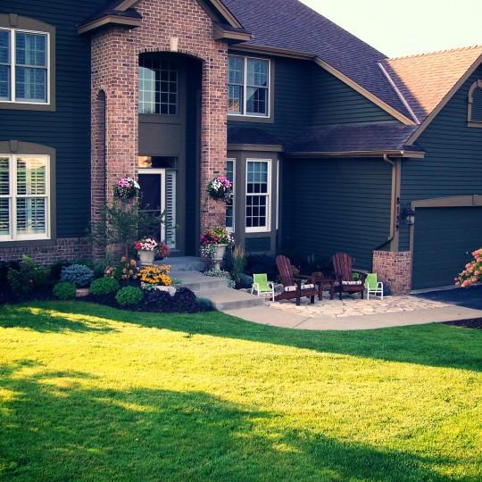 lawn-landscaping-patio-flagstone-eden prairie-mn